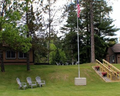 Your own private resort on the fabulous Sturgeon River Chain of Lakes! - Side Lake