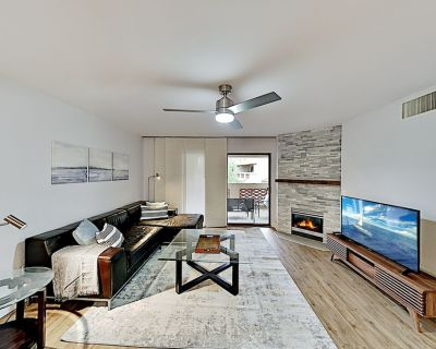 Updated Modern Getaway   Pool, Hot Tub & Gym   1 Mile to Dining & Shops - Camelback East