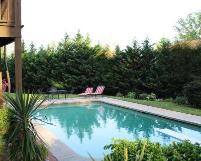 Private Family Home ~ Prime Location ~ Pool - Sandy Springs