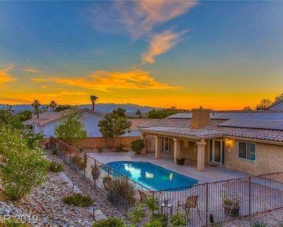 Fabulous Vegas Single-Story Pool Home w/Patio, Pool Table, Hot Tub, & Amenities! - Calico Ridge