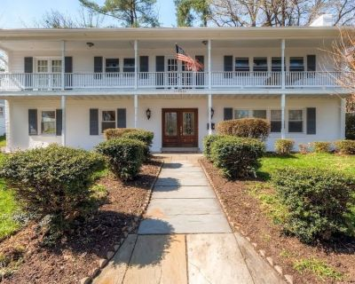 Majestic Residence, Theater, Gym - 5 miles from DC - Donaldson Run