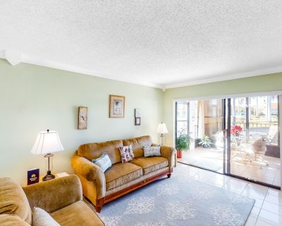 Ground Floor Lakefront Condo with Shared Pool and Central AC - Snowbird-Friendly - Isla del Sol