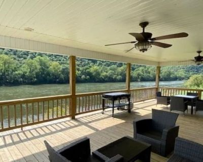 White River riverfront home with private boat launch access. - Mountain Home