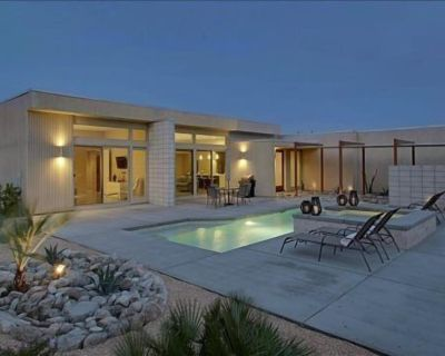 Modern Living with Mountain Views, Pool, Hot Tub, Near Downtown - Palm Springs