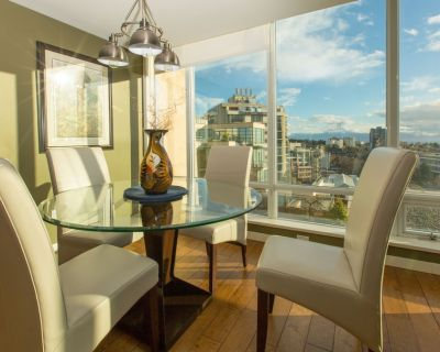 Fantastic Views From This 15th Floor Condo, AC, Pool, Hot Tub, Gym, Parking - Downtown Victoria