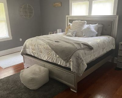 Cute Large Master Bedroom Downtown Delaney
