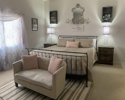 Desert Get-Away, with 2 King beds and 2 Twins! - Desert Foothills