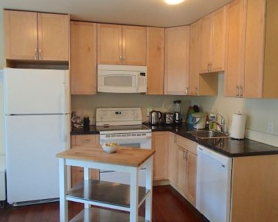 Cottage By The Beach/ Dallas Road! Pet friendly - Fairfield