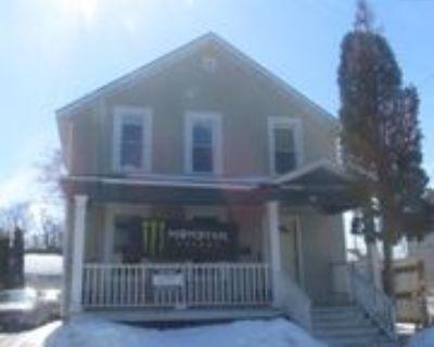 413 Union Ave #1, Oshkosh, WI 54901 5 Bedroom Apartment