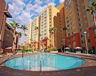 1 bedroom luxury condo at the Grandview Las Vegas fits 4 - Enterprise