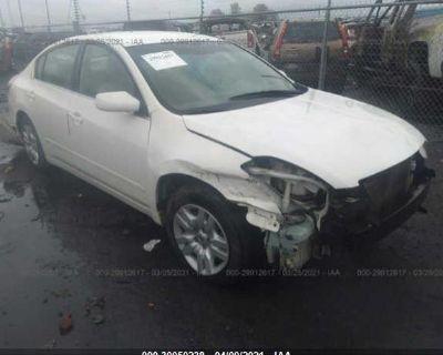 Salvage White 2009 Nissan Altima