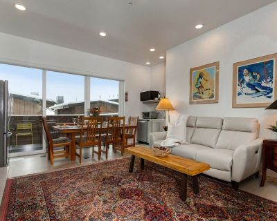 SKI-IN/OUT In Canyons Village with Private Hot Tub, Kitchenette, Amenities - Park City