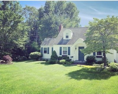 Hiking, Biking and Relaxation come with this Cozy Cape! - Town of North Greenbush