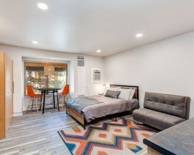 Ideally located, updated studio w/ shared seasonal pool, year-round hot tub! - Park City