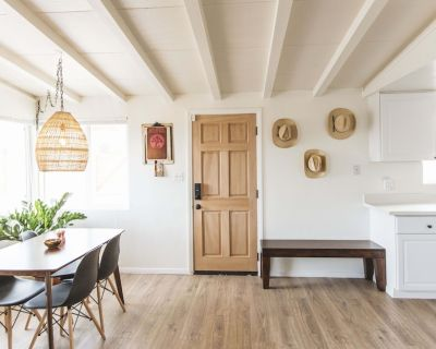 This bright and peaceful 1950's Homestead was restored to its original charm - Joshua Tree