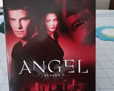DVD Angel Season One. Contains 6 DVD's.