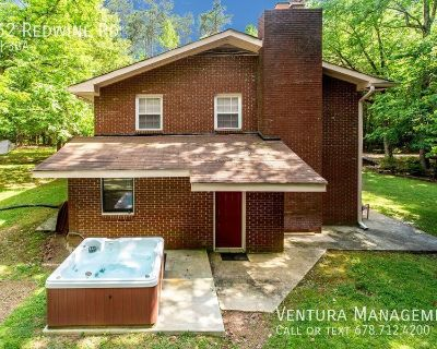 DISCOUNTED: FURNISHED: Large 5 Bdrm Home in Fayetteville with 2 Separate Living Spaces, 2 Kitchens & HotTub!