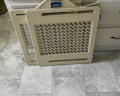 Fisher Price Baby or pet Gate