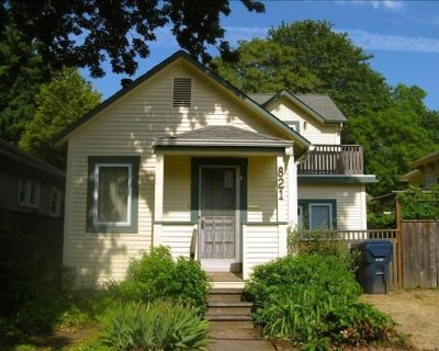 Comfortable Remodeled 1910 Cottage- Easy Access to Everything - West Eugene