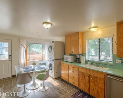 1BR 70's Inspired Close To Broadmoor & Downtown - Southwest Colorado Springs