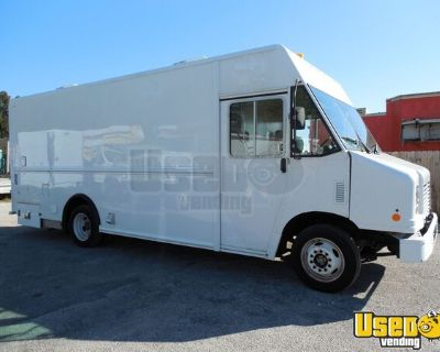 Low Mileage 2014 Ford Utilimaster F550 18' SUPER Clean Catering Truck