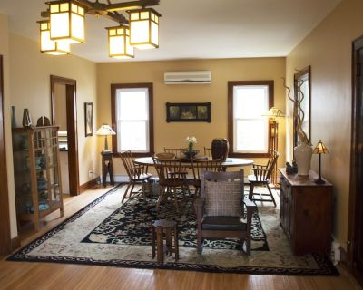Restored Arts and Crafts Bungalow within walking distance to shopping and dining - Hawley