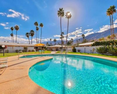 Mid Mod on Golf Course - So. PS Amazing Views - 3 Pools - Jacuzzi - A+ Location - Indian Canyon
