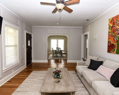 Walk to TCU Campus, Shops & Dining! Completely Renovated, Covered Patio, Free Wifi - GO Horned Frogs - Fort Worth
