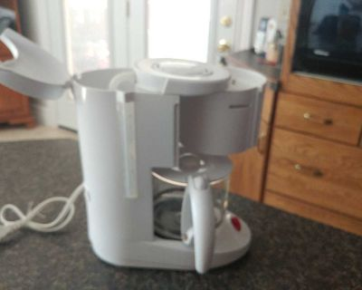 Compact electric coffee maker