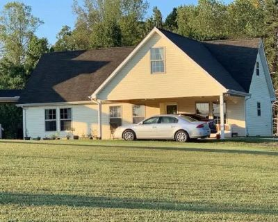 Relax and Enjoy the Serenity of this Cozy Cottage - Greenback