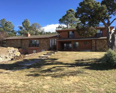 Large Updated Home 5 Minutes From Midtown. 2 Kitchens, Large Yard, Flat Parking - Ruidoso
