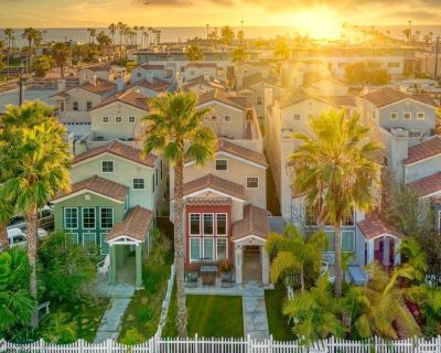 Stunning Oceanside Dream Home 3 blocks to BEACH Ocean View 3 BR + Loft BR! - Townsite