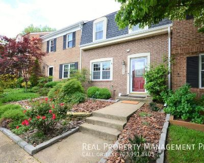 Beautiful Townhouse at Gorgeous Lakepointe, Burke!