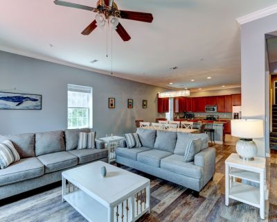 20 B Baltimore Ave - Huge Beach Block Condo with Pool, 3 bed 2 bath,Beach equipment included. Off street parking. Sleeps 12, New Shared Outdoor Courtyard with Propane Grill, **Includes Linens + Towels** - Rehoboth Beach