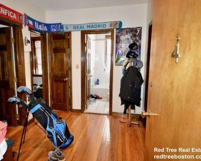 2 Bed - Hardwood Floors - Green Line - Laundry