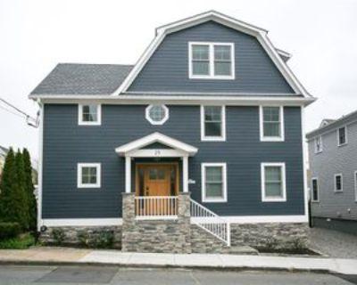25 Dearborn St #2, Newport, RI 02840 4 Bedroom Apartment