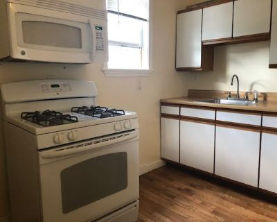 2 bed 1 bath unit in the best part of Dorchester!