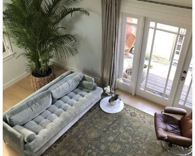 Bungalow with private patio 10 blocks from beach - Sunset Park