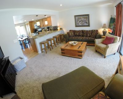 Townhome located on free shuttle route.- December dates still available! - Park Meadows