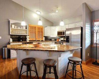 Incredible Top Unit 3 Bed, 2 Bath - 2 King Beds, Newly Furnished Sleeps - Bear Hollow Village