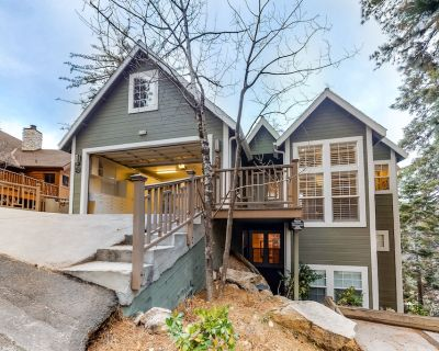 Dog-Friendly, Three-Story Home w/ Free WiFi, Central A/C, Game Room, & Lake View - Blue Jay