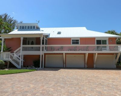 Fantasea: Spectacular Pet Friendly 4 BR Pool Home Only Steps to the Beach! - Sanibel