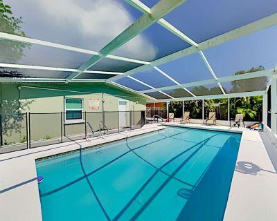 Aloha Sarasota | Screened Patio, Heated Pool, Fenced Yard & Alfresco Dining - Sarasota Springs