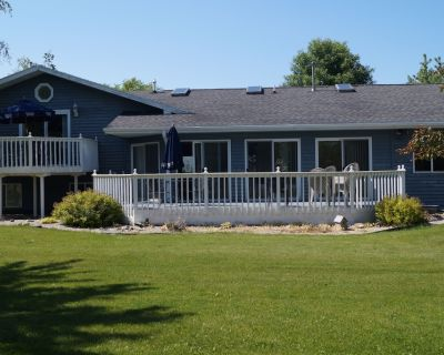 Four Bedroom Home with Fire Pit! Steps From Lake Winnebago. - Black Wolf