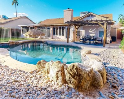 Dog-Friendly Getaway w/ a Private Pool, Free WiFi, Central A/C, & a Washer/Dryer - Gilbert