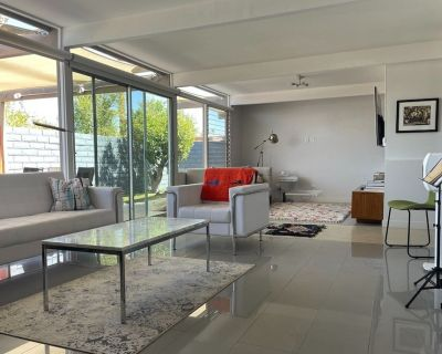 Midcentury Modern Condo with Mountain Views in the heart of Palm Springs - Racquet Club Estates