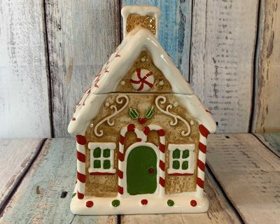 Holiday Time Gingerbread Cookie House