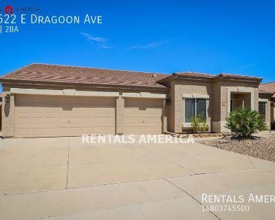 Beautiful open-layout Mesa home!