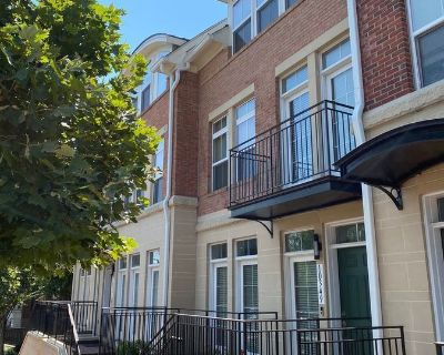 Gorgeous Four Level Townhome with Rooftop Terrace/Private Parking in Downtown Fairfax
