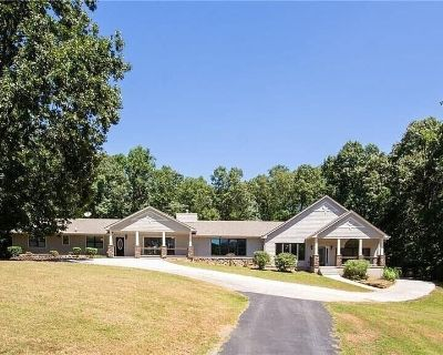 Staycation Guesthouse Suite With Pool, Pond, and Forestry - Rockdale County